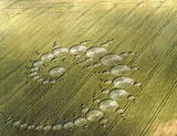 http://img185.imagevenue.com/loc374/th_10744_crop-circles_5_122_374lo.jpg