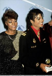 1986- The 28th Grammy Awards Th_799174774_011_28_122_479lo