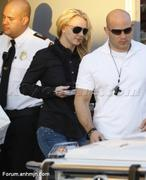 Nov 15, 2010 - Britney Spears shopping at Topanga Plaza Mall in Hollywood (24 MQ + 15 HQ) Th_05065_Forum.anhmjn.com_014_122_560lo