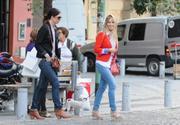 http://img185.imagevenue.com/loc566/th_106789384_Luisana_Lopilato_Shopping_in_Buenos_Aires11_122_566lo.jpg